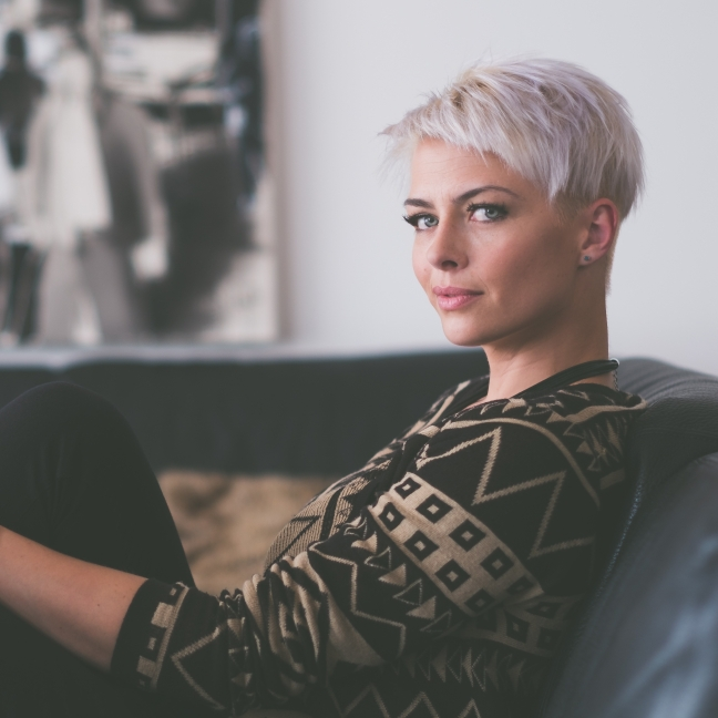 short hair blond minimalist