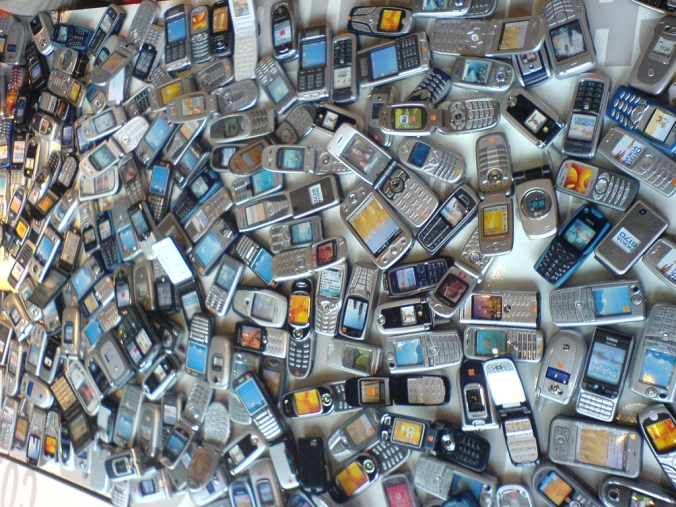 Mobile-Phone-Cell-Phone-Trash